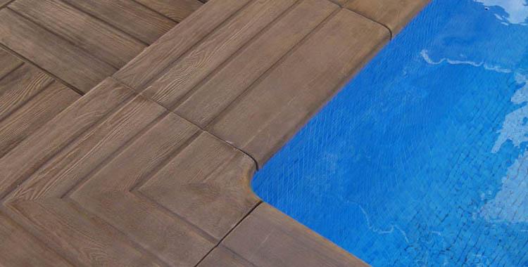 Coronaci n y pavimento tarima coronaci n piscina for Borde piscina hormigon
