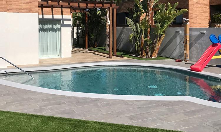 Coronaci n de piscina con forma coronaci n piscina - Coronacion de piscinas ...